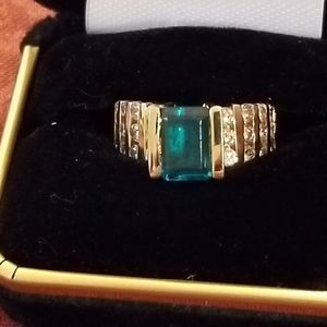 Lady's Emerald & Diamond Ring in 14k Yellow Gold